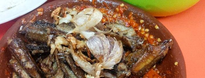 Spesial Belut Surabaya H. Poer is one of Kuliner Wajib @Surabaya.