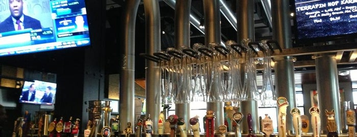 Yard House is one of Need to visit.