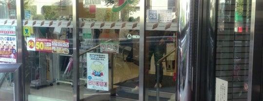 セブンイレブン 目黒青葉台3丁目店 is one of 渋谷コンビニ.