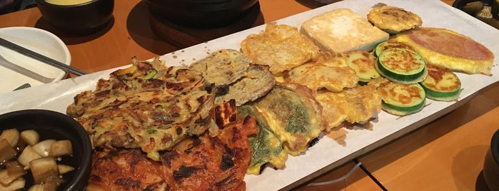위인전집 is one of Itaewon food.