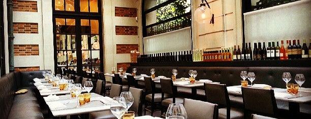 """Café Artcurial is one of Bars """"trop indés"""" dans le monde."""