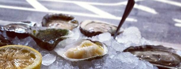 John Dory Oyster Bar is one of NYC Restaurants With Outdoor Seating.