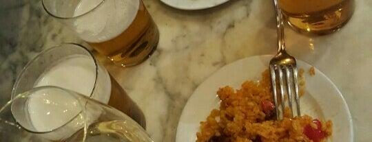 Lantigua is one of Mis restaurantes favoritos.