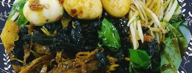 Bánh tráng trộn chú Viên is one of Sai Gon list.