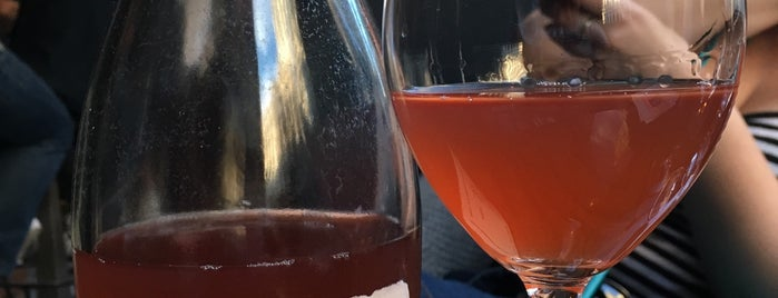 La Compagnie des Vins Surnaturels is one of Breather + Foursquare Guide to SoHo.