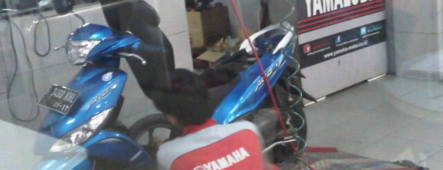 Dealer Yamaha Arta Prima is one of Agha_Jhon.