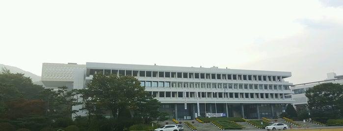 서울대학교 행정관 is one of Seoul Natl Univ.