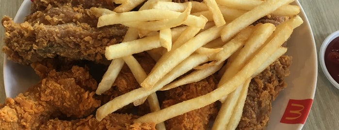 McDonald's (แมคโดนัลด์) is one of McDonald drive thru.