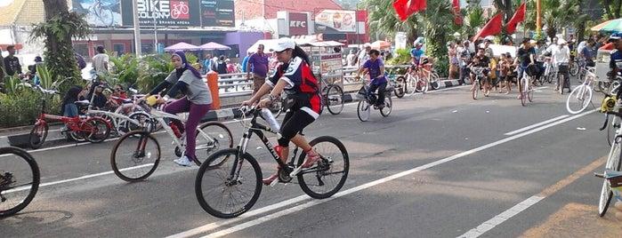 Car Free Day Darmo is one of Jalan2 Kota SURABAYA.