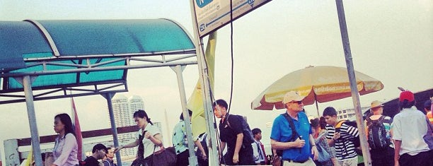 ท่าเรือวังหลัง (ศิริราช) Wang Lang (Siriraj) Pier N10 is one of M-TH-18.