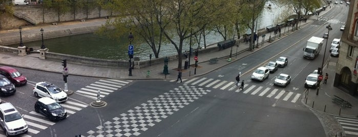 Chez Feleaks is one of #MayorTunde's Past and Present Mayorships.