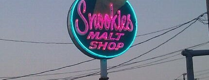Snookies Malt Shop is one of #visitUS in Des Moines, IA..