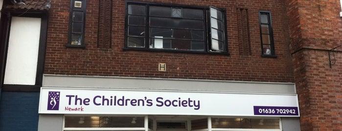 The Children's Society is one of arts décoratifs de Newark.