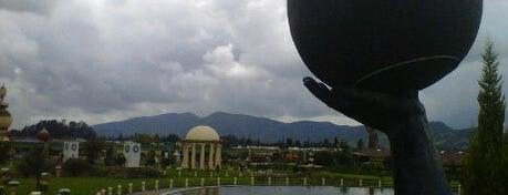 Parque Jaime Duque is one of Lugares en Colombia!!!! :D.