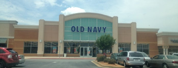Old Navy also provides a clothing range that includes outerwear, underwear, hooded sweatshirts, socks, boxer shorts, flip-flops, and graphic and polo T-shirts for boys. The company offers a variety of accessories, such as jewelry, bags, tights, sunglasses, scarves, belts, towels, and shoes and slippers.