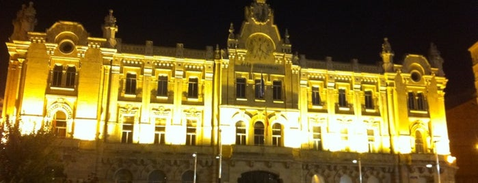 Plaza del Ayuntamiento is one of Santander.