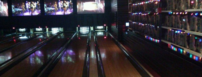 Brooklyn Bowl is one of New York's Super Bowl Super Parties.
