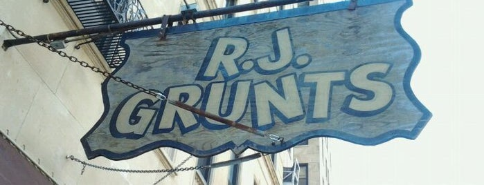 RJ Grunts is one of Chicago dinner spots.