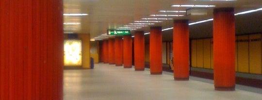 Klinikák (M3) is one of Budapesti metrómegállók.