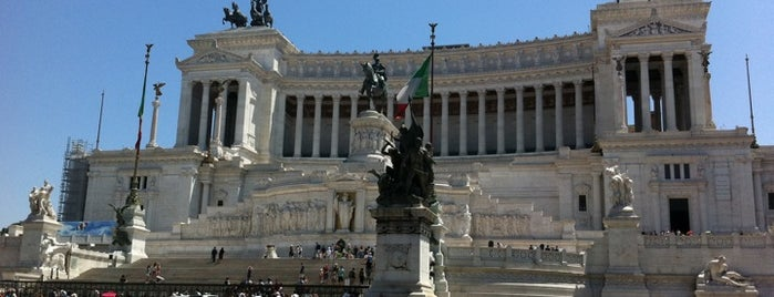 Piazza Venezia is one of Da non perdere a Roma.