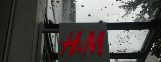 H&M is one of Vancouver/ Canadá.
