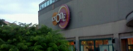 Lot One Shoppers' Mall is one of Retail Therapy Prescriptions.