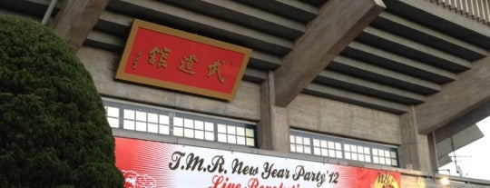 T.M.R. NEW YEAR PARTY '12 LIVE REVOLUTION 物販待機列 is one of etc3.