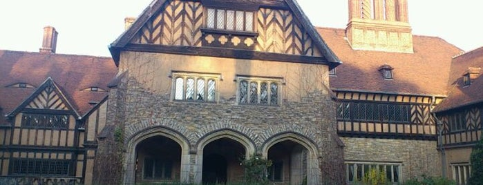 Schlosshotel  Cecilienhof is one of Berlin And More.