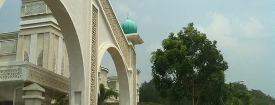 Kolej Islam Darul Ridzuan is one of Education.