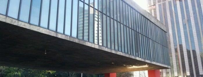 Museu de Arte de São Paulo (MASP) is one of em Sampa.