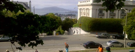 Lafayette Park is one of A Dog's San Francisco.