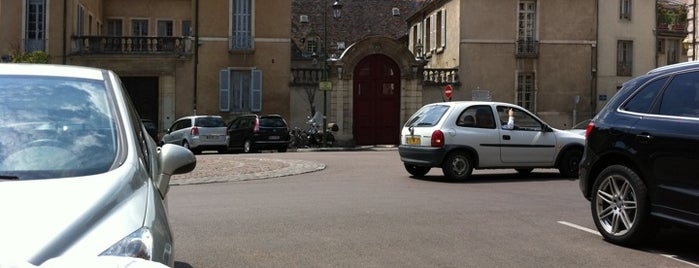 Place des Cordeliers is one of Dijon : rues & places.