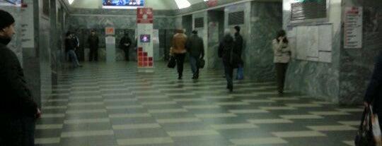 Метро «Чернышевская» (metro Chernyshevskaya) is one of Метро Санкт-Петербурга.