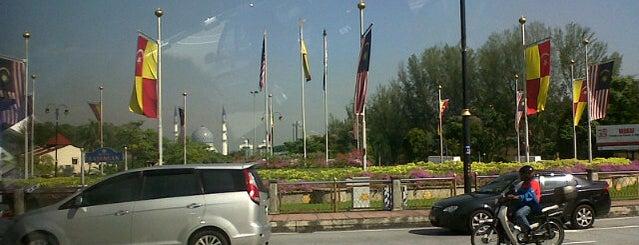 Bulatan Kayangan is one of Highway & Common Road.