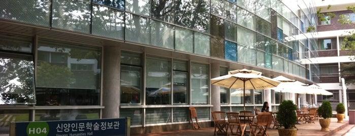 서울대학교 4동 신양인문학술정보관 is one of Seoul Natl Univ.