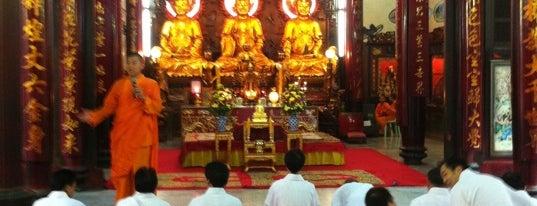Dragon Temple Kammalawat is one of Visit: FindYourWayInBangkok.