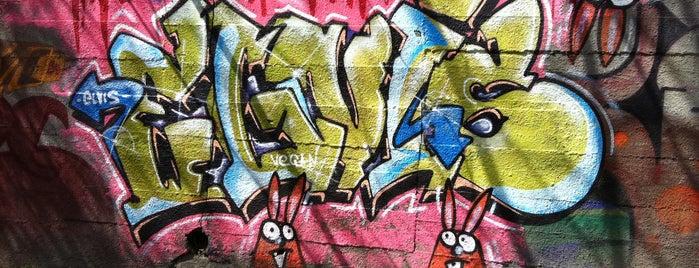 ściana przy ekranach dźwiękochłonnych is one of Street Art w Krakowie: Graffiti, Murale, KResKi.