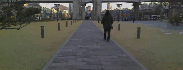 독립문 (獨立門, Independence Gate) is one of Seoul City Badge - Lucky Seoul.