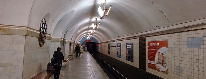 Станція «Вокзальна» / Vokzalna Station is one of Київський метрополітен.
