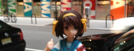 Museum of Modern Art (MoMA) is one of The Travelogue of Haruhi Suzumiya 涼宮ハルヒの旅日記.