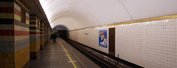 Станція «Шулявська» / Shuliavska Station is one of Київський метрополітен.