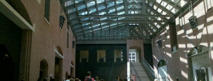 United States Holocaust Memorial Museum is one of Washington D.C..