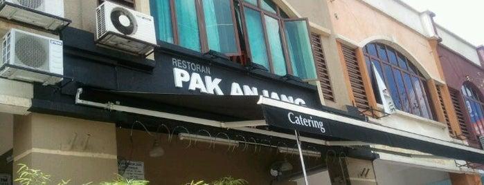 Pak Anjang Bariani Johore is one of Makan @ Shah Alam/Klang #1.
