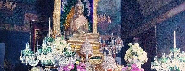 วัดปทุมวนารามราชวรวิหาร (Wat Patumwanaram) is one of Bangkok (กรุงเทพมหานคร).