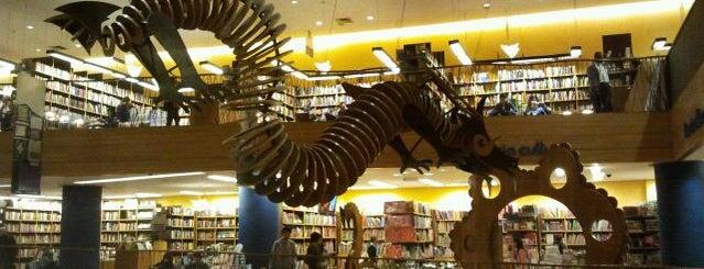 Livraria Cultura is one of Alguns lugares que eu adoro.