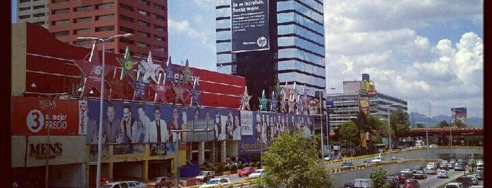 Galerías Plaza de las Estrellas is one of Plazas chingonas.