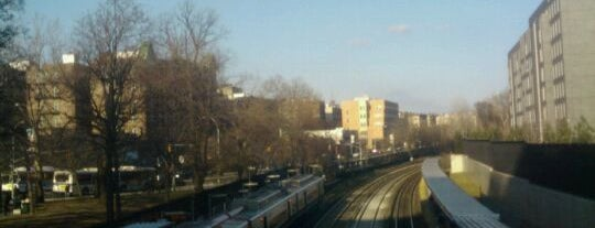 Metro North - Fordham Train Station is one of Harlem Line (Metro-North).