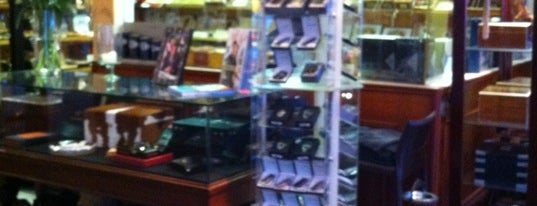 Hollywood Smoke is one of La Palina Retailers.