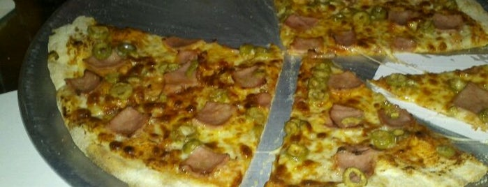 Twin Pizza is one of hamburguesas y asi.
