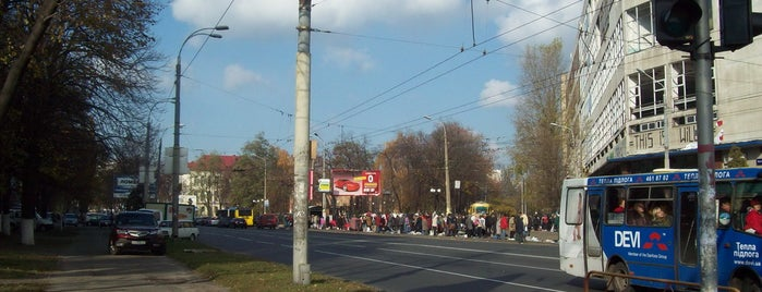 Петропавлівська площа is one of Площади города Киева.
